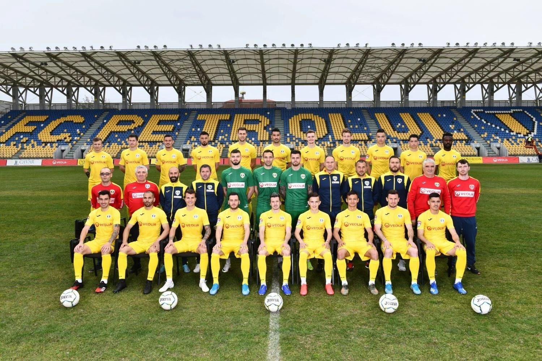 """FC Petrolul – prima echipa din Liga a II-a care a optat pentru reducerea cu 50% a salariilor, iar toți fotbaliștii au acceptat decizia. La alte cluburi, cine s-a opus a fost trimis în șomaj tehnic. Cazul lui Pîrvulescu de la """"U""""!"""