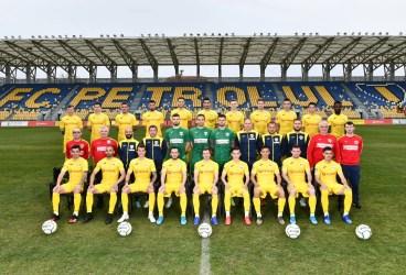 """Gata cu pregătirea individuală! De luni, 24 de jucători ai Petrolului se """"mută"""" într-un hotel de lângă bulevard și se vor antrena, la Pleașa și Strejnicu, în grupe de câte 4!"""