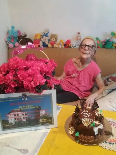 O venerabilă doamnă din Vălenii de Munte, serbată azi la 103 ani de viaţă!