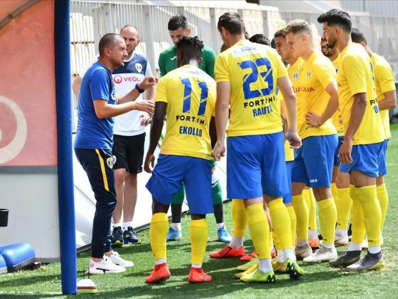 Petrolul începe sâmbătă, 4 iulie 2020, play-off-ul Ligii a II-a de fotbal! Prima etapă va debuta vineri și se va termina tocmai marți, din rațiuni de televizare! Derbiul rundei se joacă tot pe iarbă artificială, la Arad