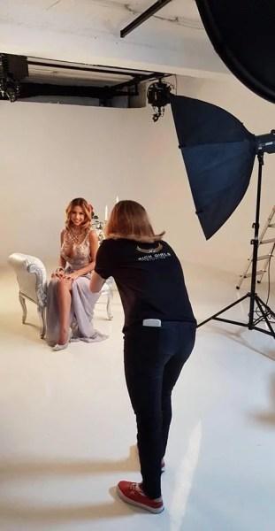 Cât de ușor devii model la Rich Girls Studios?