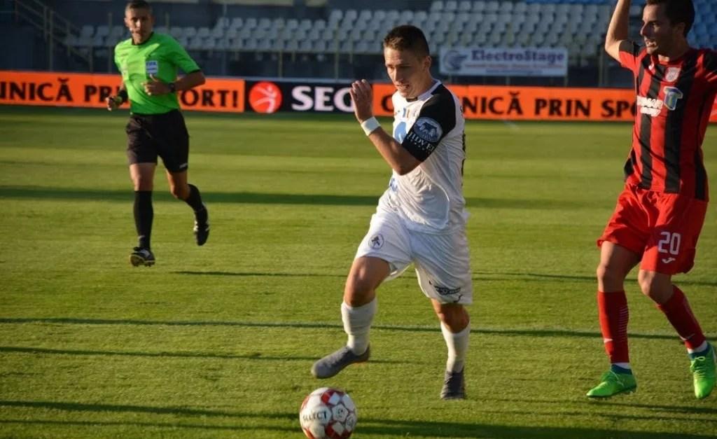 """De luni seară, Prahova nu mai are doar doi, ci trei tineri fotbaliști care joacă în Liga 1. Un """"puști"""" de 16 ani a debutat pe terenul campioanei CFR Cluj, în echipa lui Velisar!"""