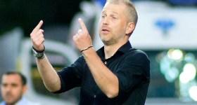 Siteul central de sport care a anunțat că Edi Iordănescu a bătut palma cu FC Petrolul s-a… grăbit! Mai durează până ce se va decide în ce direcție o ia înzestratul antrenor!