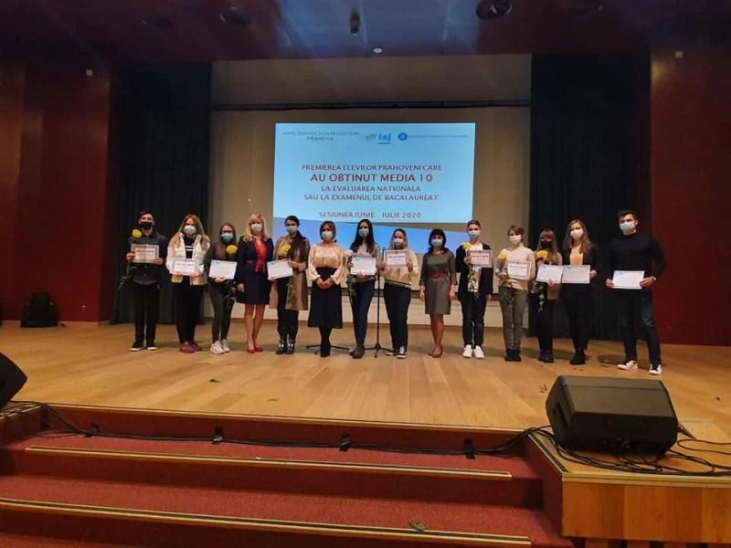 Premii în bani pentru elevii prahoveni de 10 la bacalaureat și evaluarea națională, oferite de autorități