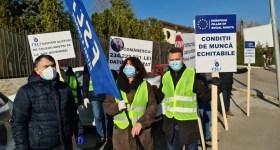 """Mâine, la poarta Rafinăriei Petrobrazi, """"colindători"""" sindicaliștii FSLI Petrol-Energie"""