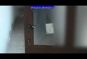 14 BĂRBAȚI ȘI FEMEI RIDICAȚI DE POLIȚIE PENTRU VIOL ȘI LIPSIRE DE LIBERTATE