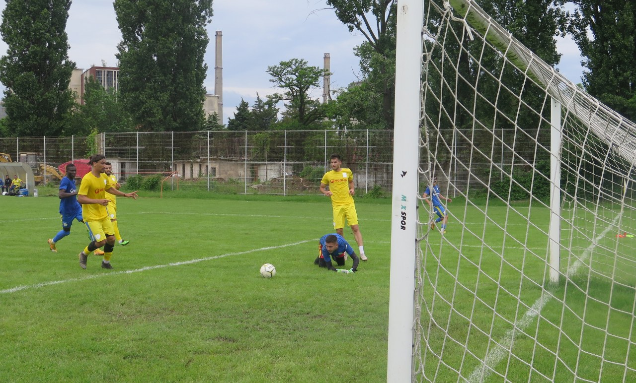 """La ACS Petrolul '52, """"galbenul"""" este mai tare decât… """"albastrul""""! Sosită duminică la Ploiești, vedeta Armando Vajushi nu a prins meciul-școală de la Brazi, nefiind la zi cu pregătirea"""