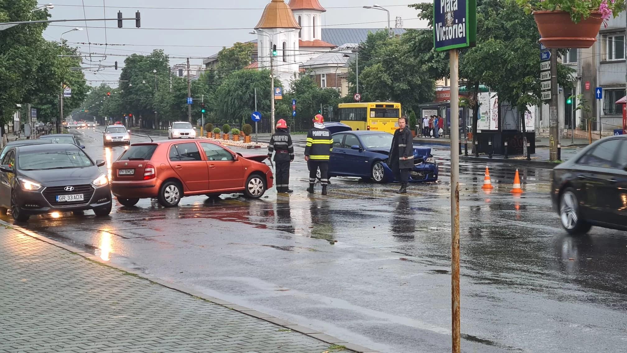 Imagini cu distrugerile provocate de potop în centrul Ploieștiului