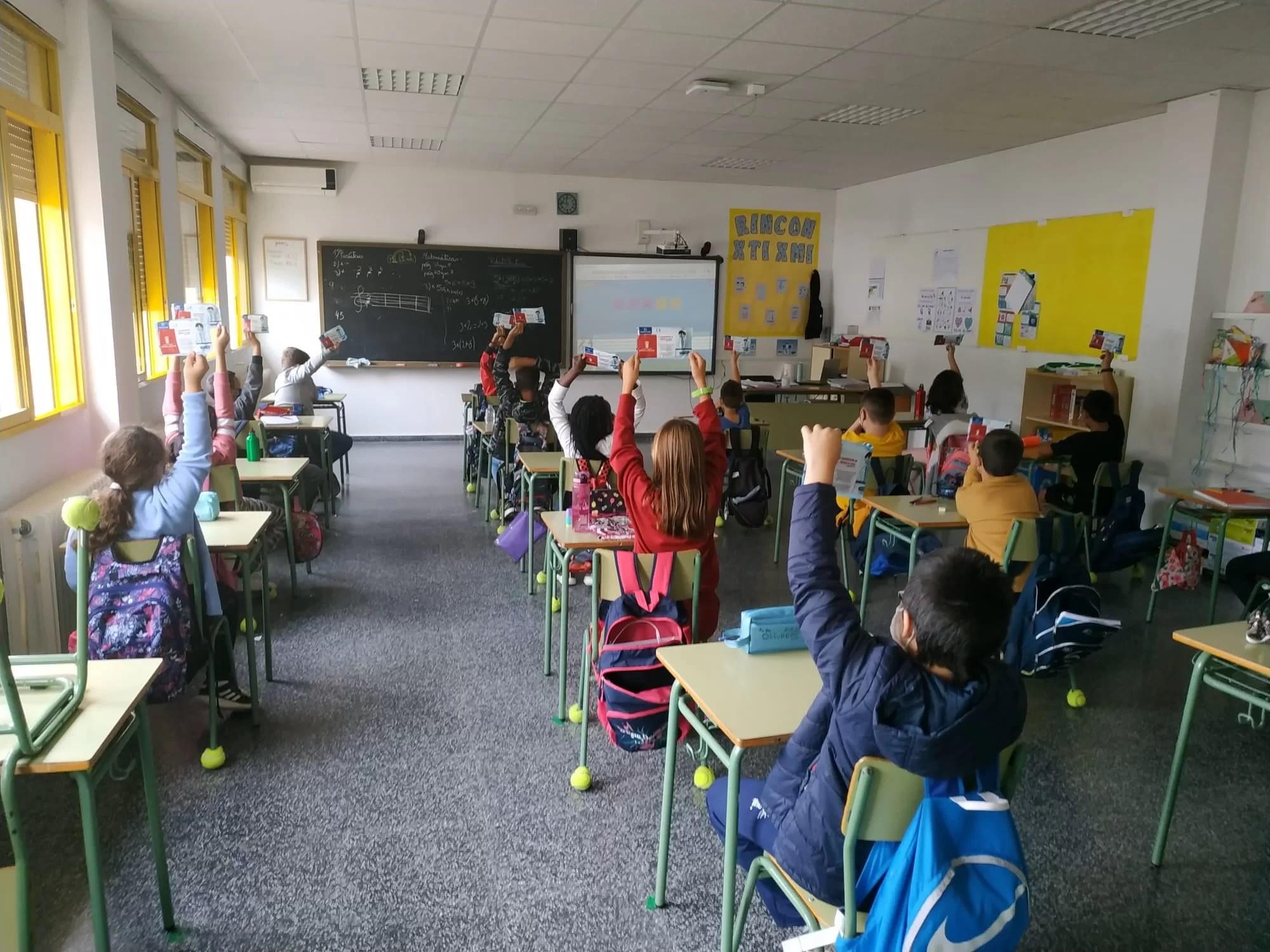 627 elevi și 225 cadre didactice din Prahova – infectați Covid
