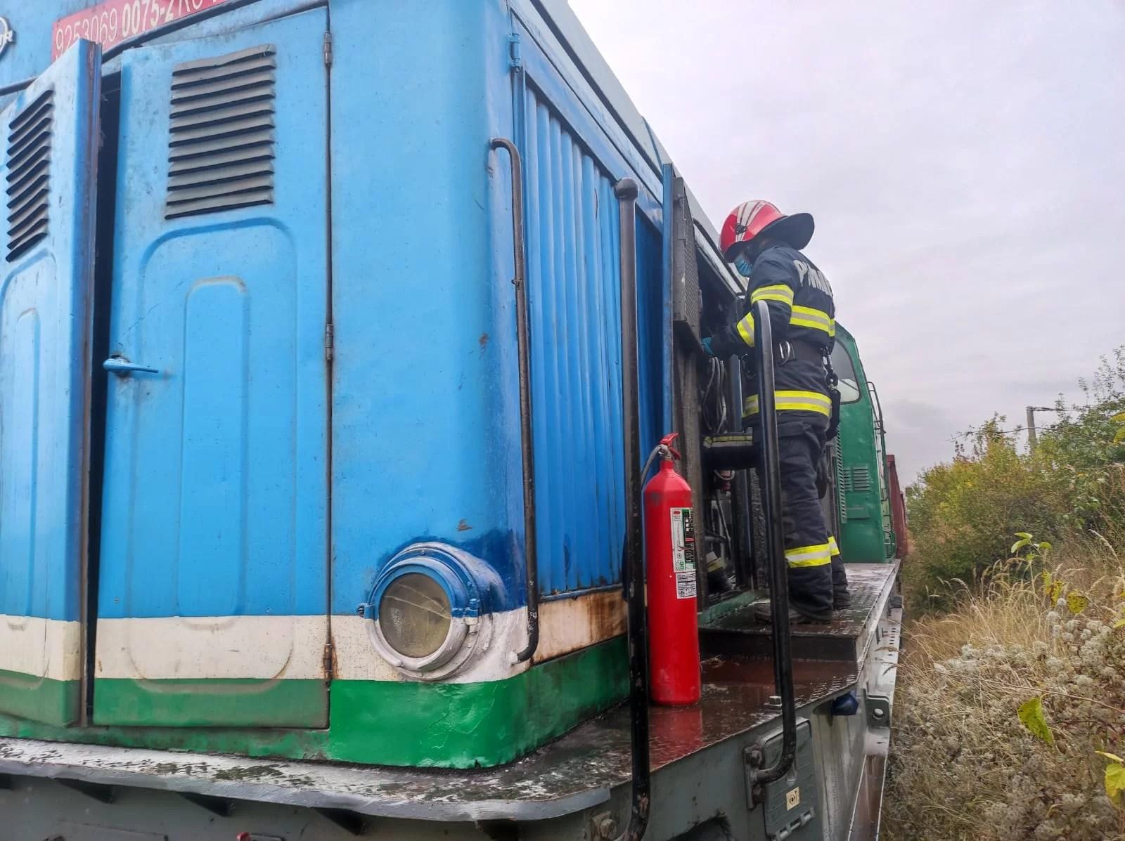 Locomotiva unui mărfar a luat foc la Valea Călugărească