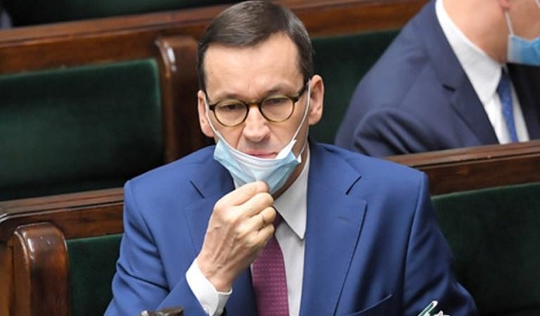 Tony maseczek dumnie witanych przez premiera, nadają się tylko na śmietnik.