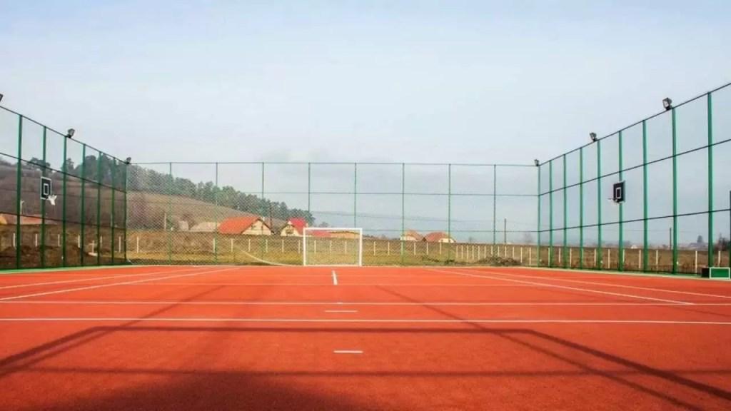 teren de sport multifuntional