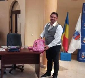 Moț:'De patru ani Primăria derulează programul 'Primul meu ghiozdan'