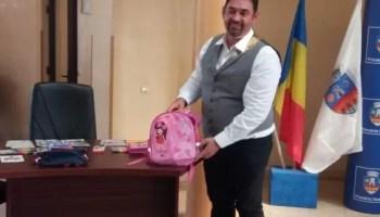 ghiozdanul_lui_MOT Aproape 300 de elevi olteni vor primi o masă caldă