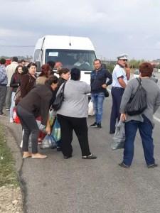 Navetiștii dați jos din microbuze de către polițiști