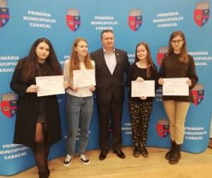 Primarul Liviu Radu, premiază elevii de 10