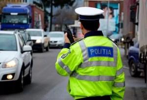 Polițiștii olteni au verificat 32 de firme și 54 de microbuze