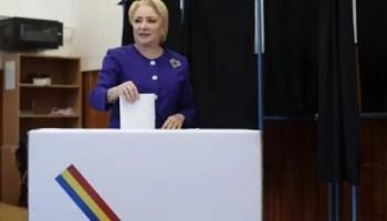 viorica-dancila-vot Senatorul Liviu Voiculescu, membru al Comisiei parlamentare pentru controlul activităţii SIE