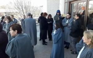 Grefierii au protestat în ziua în care se decidea soarta pensiilor speciale