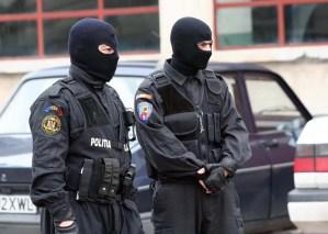 Polițiștii olteni fac percheziție în Dolj