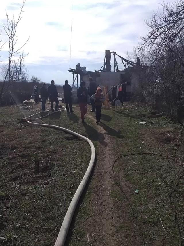 Ajutor-batrani-casa-arsa-Curtisoara Ajutor pentru doi bunici ce și-au pierdut agoniseala în flăcări