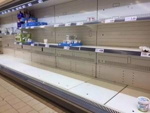 Supermarketuri goale, se cumpără tot