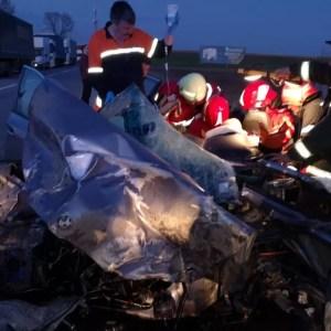 Șofer salvat dintre fiarele mașinii
