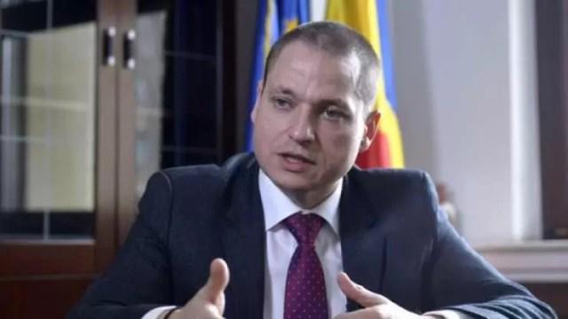 Cine face afaceri cu pandemia, în România?