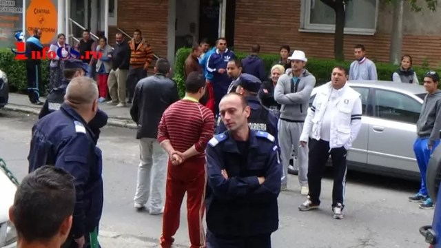 SCandal-rromi-politie SCANDAL între două familii de rromi, în plină stare de urgență