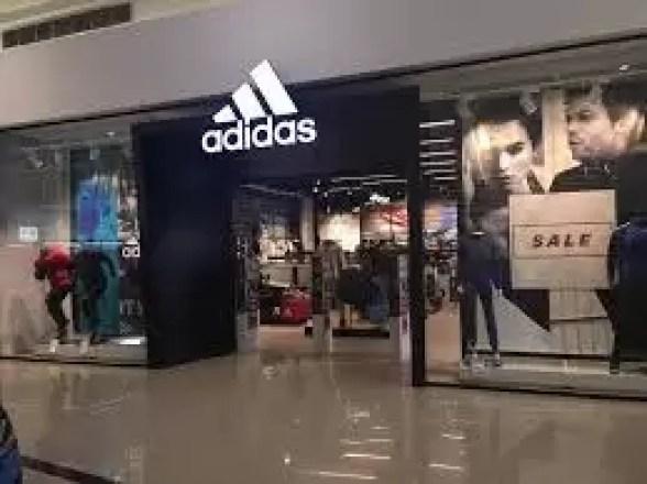 adidas Primele efecte economice create de COVID. Se închid magazine