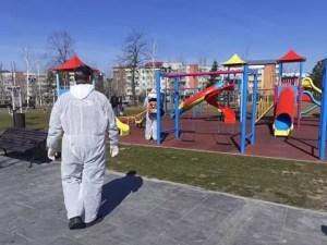 În orașele oltene spațiile publice sunt dezinfectate