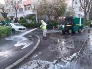 Igienizare străzilor continuă la Slatina