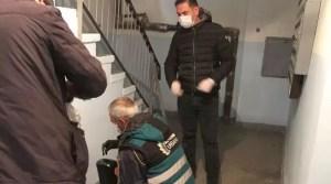 Dozatoare cu dezinfectant în scările de bloc din Slatina