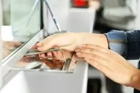 Românii care își suspendă ratele vor plăti fără dobânzi majorate