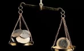 Curs valutar - Leul se depreciează ușor în raport cu euro