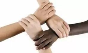 Au crescut vânzările de cărți împotriva rasismului și a supremației rasei albe, în SUA și Marea Britanie