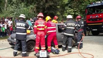 accident-grav-1 Caracal: Accident rutier soldat cu un mort  și răniți, printre care un copil de 11 luni
