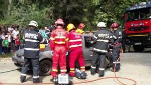 Accident MORTAL teribil: două persoane au murit, iar una a fost rănită, după ce două mașini s-au ciocnit