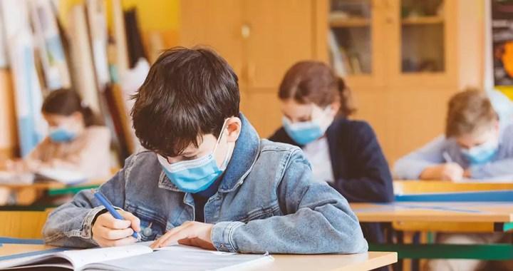 Copii-la-scoala-cu-masca Acasa