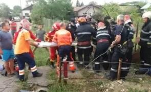 Un bărbat a rămas blocat într-o fântână de opt metri adâncime
