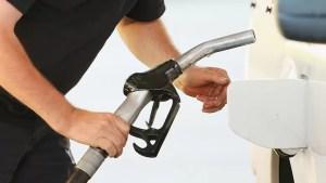 Benzina şi motorina se vor scumpi de la 1 ianuarie