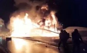 Incendiu devastator: 400 de tone de lucernă au luat foc