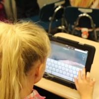 Peste 7.000 de tablete va primi Oltul de la Ministerul Educației