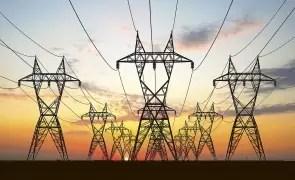 ANRE le recomandă clienţilor casnici de energie să aleagă ofertele concurenţiale, unde factura lunară poate fi mai mică
