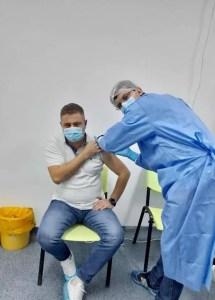 Primarul orașului Scornicești, Daniel Tudor, a fost vaccinat Anti-COVID