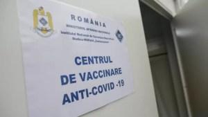 Aproape 700.000 de doze de vaccin Pfizer vor ajunge luni în România
