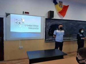 Polițiștii olteni le vorbesc elevilor despre fenomenul de  bullying