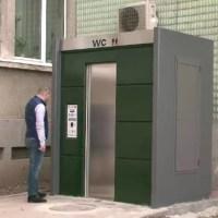 ''Captiv'' în toaleta ''inteligentă'' din Slatina