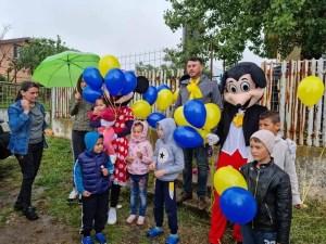 Marius Aliman, candidatul PNL la funcția de primar al comunei Deveselu, i-a sărbătorit pe copii