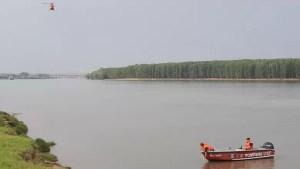 Un copil de 14 ani a dispărut în apele Dunării. Este căutat cu barca și cu elicopterul